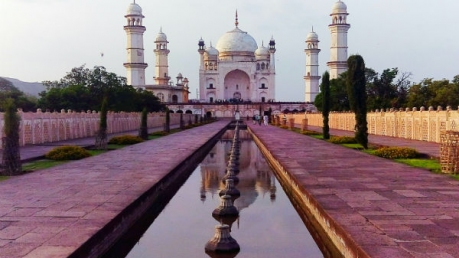 4 Lookalike Taj Mahals In India