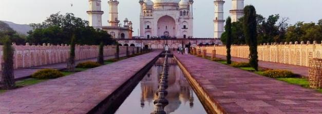 4 Lookalike Taj Mahals In India