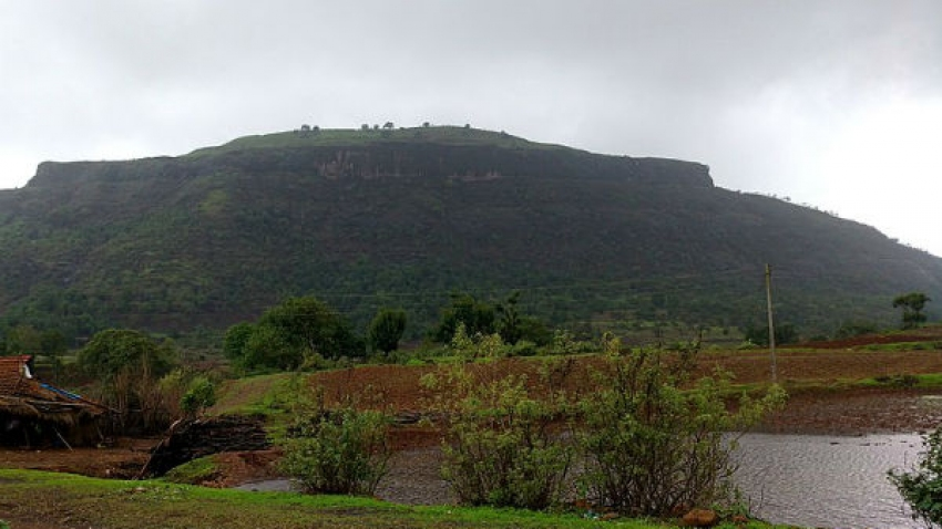 The Beautiful Tringalwadi Fort Is A Perfect Escape From Nashik!