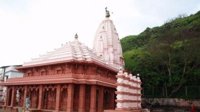 स्वयंभू गणपति मंदिर