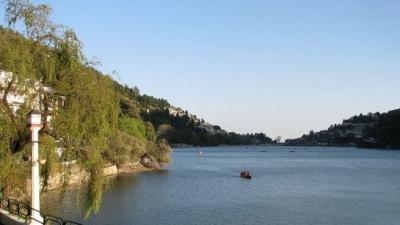 नैनी झील