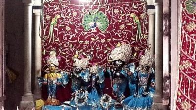 राधा गोकुलनंद मंदिर