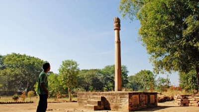 ಖಂಬಾ ಬಾಬಾ/ ಹೆಲಿಯೊಡೊರಸ್ ಪಿಲ್ಲರ್
