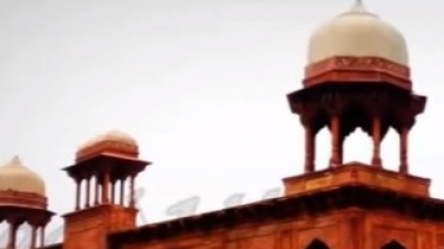 ഫിറൂസ് ഖാന്  ഖ്വാജാ സരായിയുടെ കല്ലറ