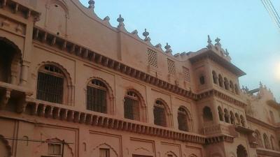 சௌகத் மஹால் மற்றும் சதார் மன்ஸில்