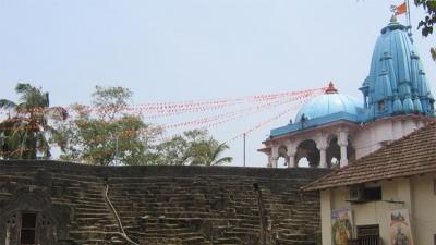 நித்யானந்தாஷ்ரம் குகைகள்