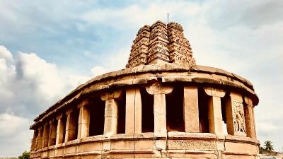 திரியம்பகேஷ்வரா கோயில் (தொகுப்பு கோயில்கள்)