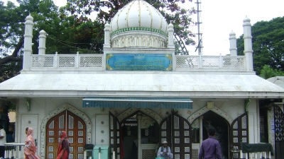 हज़रत-जिंदाशव अली दरगाह और दुर्गा देवी मंदिर