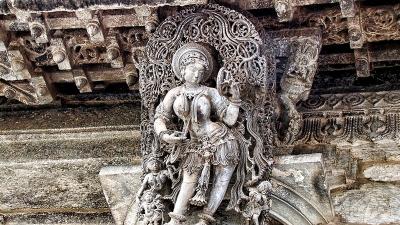 ദര്പ്പണ സുന്ദരി