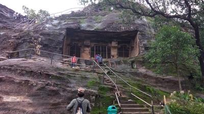 पांडव गुफाएं