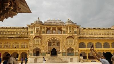 ಶೀಶ್ ಮಹಲ್