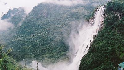 ബോങ്ബോങ്(നുരാനാങ്) വെള്ളച്ചാട്ടം