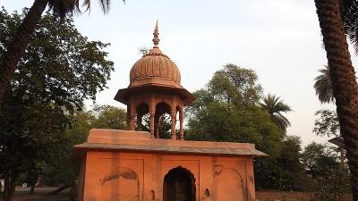 बांकेबिहारी मंदिर
