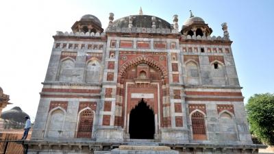 इब्राहिम खान सूर की कब्र