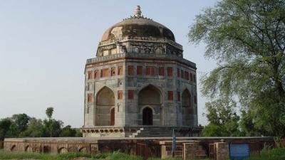 शाह क़ुली खान की कब्र और त्रिपोलिया