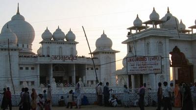 चंदौसी - कुंज बिहारी मंदिर