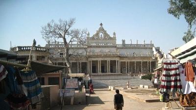 चंदौसी - प्रभु वेणुगोपाल जी मंदिर