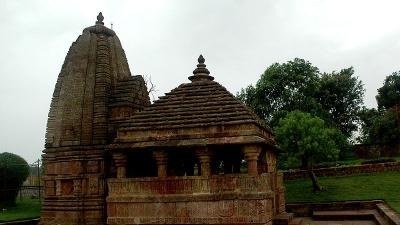 पातालेश्वर मंदिर