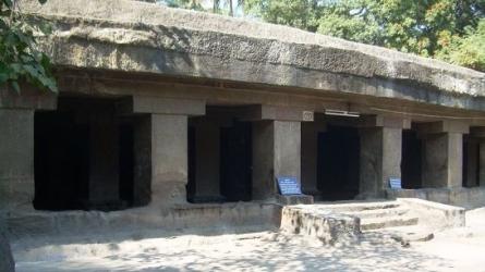 పాతాళేశ్వర్ గుహాలయం