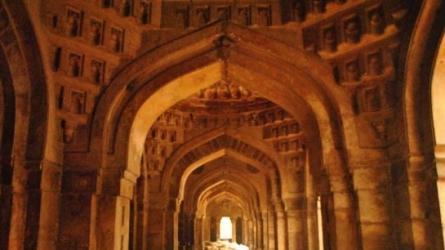 मोठ की मस्जिद