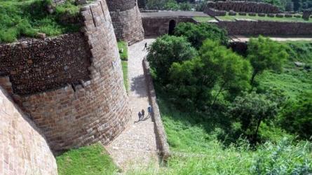 துக்ளக்காபாத் கோட்டை