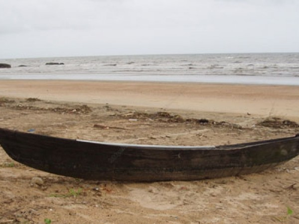 Bhatkal photos, Bhatkal Beach - A Boat On Coast