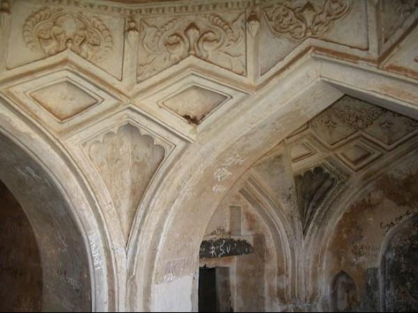 Panhala photos, Sajja Kothi - Carved Pillar