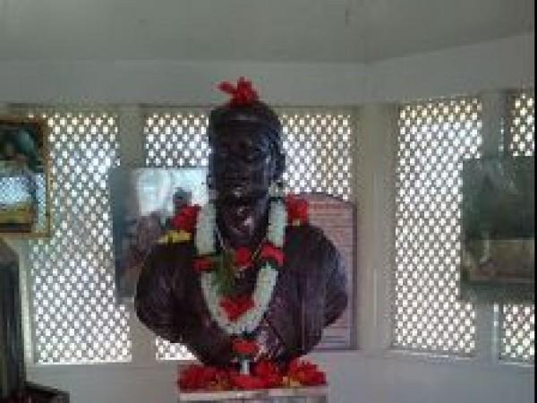 Vadhu Tulapur photos, Sambhaji Maharaj Samadhi - Statue