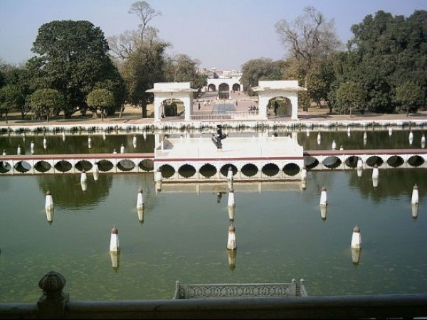 Srinagar photos, Shalimar Gardens - The Clear Waters