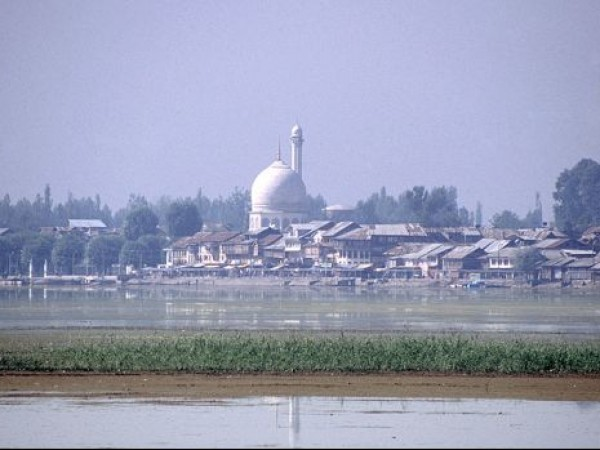 Srinagar photos, Hazratbal Mosque - A Wide Angled View