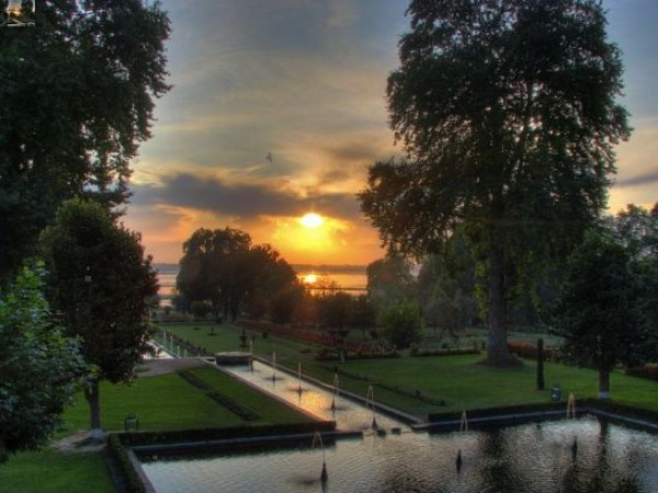 Srinagar photos, Nishat Bagh - A Beautiful Sunset