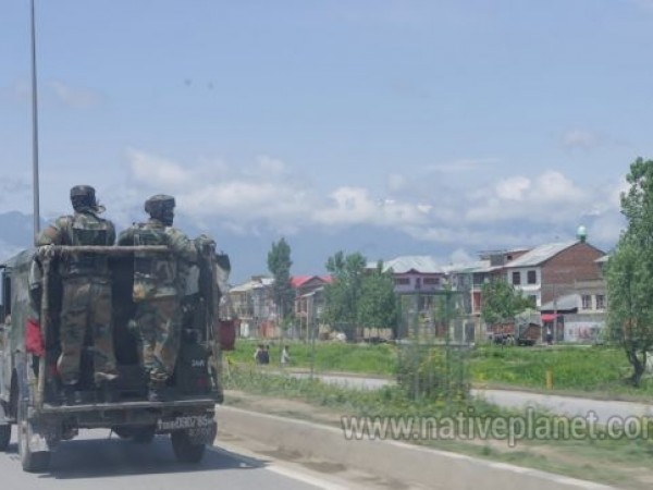 Kashmir photos, Armed cops - a common sight in Kashmir