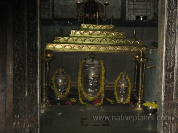 Gadag photos, Trikuteshwara Temple Complex - Lingas In The Sanctom