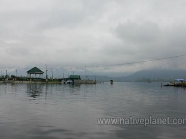 Srinagar photos, Dal Lake - Dusk at the Lake