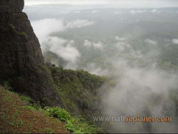 Lonavala photos, Duke's Nose - Water Splash!