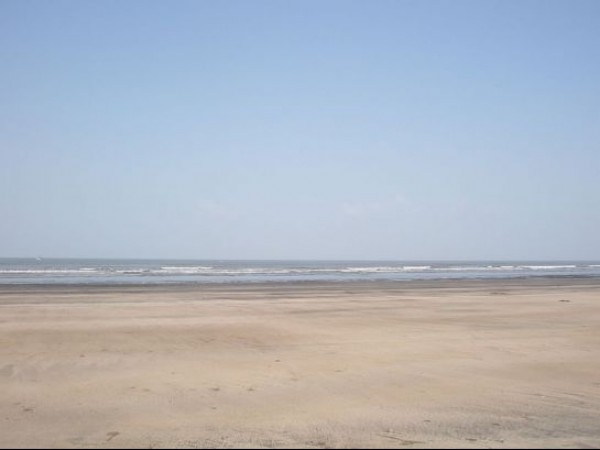 Thane photos, Kelva Beach - Clean and clear beach