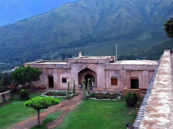 Srinagar photos, Pari Mahal - Bright and Beautiful