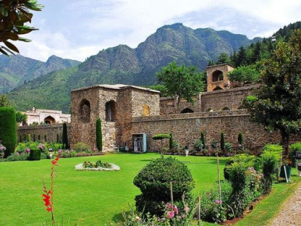 Srinagar photos, Pari Mahal - Front View