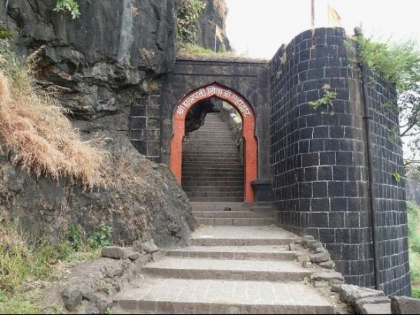Satara photos, Sajjangad Fort - Fort Entrance