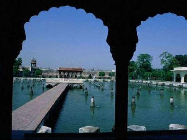 Srinagar photos, Shalimar Gardens - From the Corridor