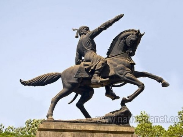 Khandala photos, Shivaji Park - A Statue