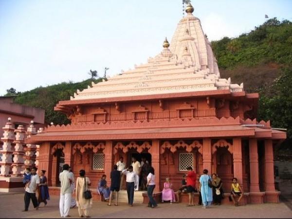 Ganpatipule photos, Swayambhu Ganpati Temple - Devotees