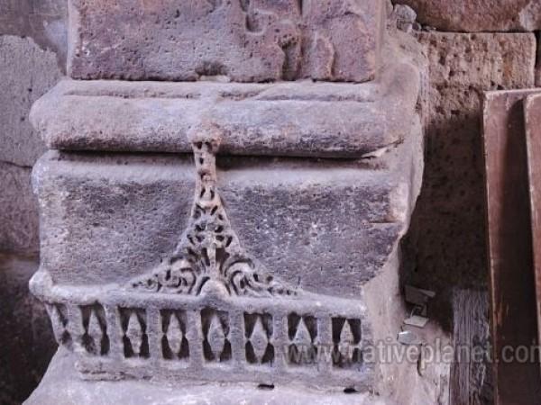 Panhala photos, Teen Darwaza - Carved Stones