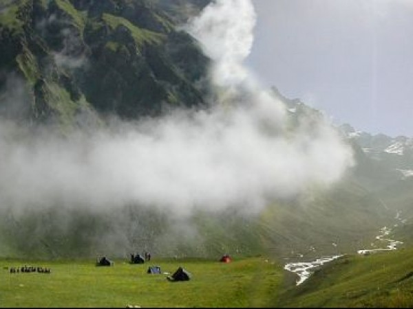 Kullu photos, The Great Himalayan National Park - Rolling clouds