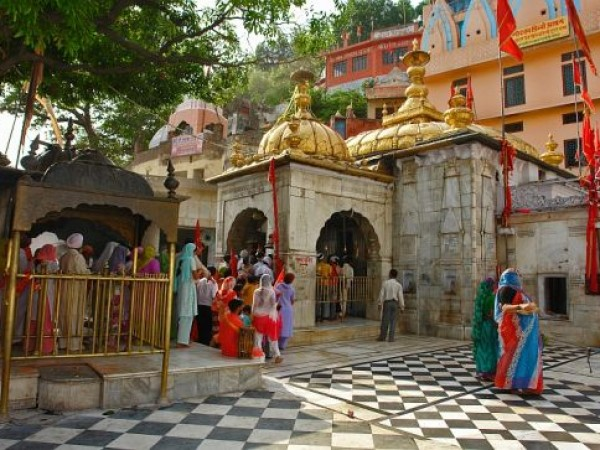 Kangra photos, Jwalamukhi Temple - Prayers
