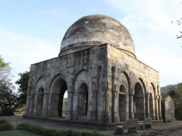 Champaner photos, Sakar Khan Dargah - Aside View