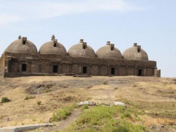 Champaner photos, Makai Kothar/Navlakha Kotha - Distant View