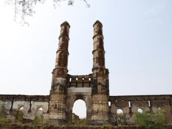 Champaner photos, Brick Tomb - Only Brick Made Tomb