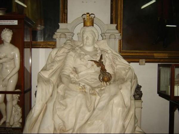 Rajkot photos, Watson Museum - Victoria Statue
