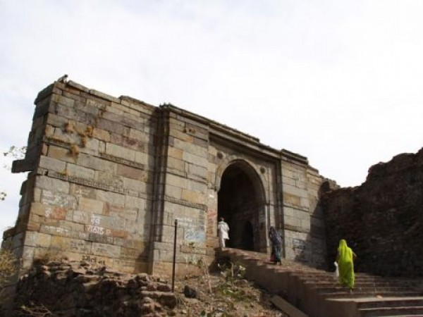 Pavagadh photos, Gate of the Fort Walls - View of the Champaner Gates